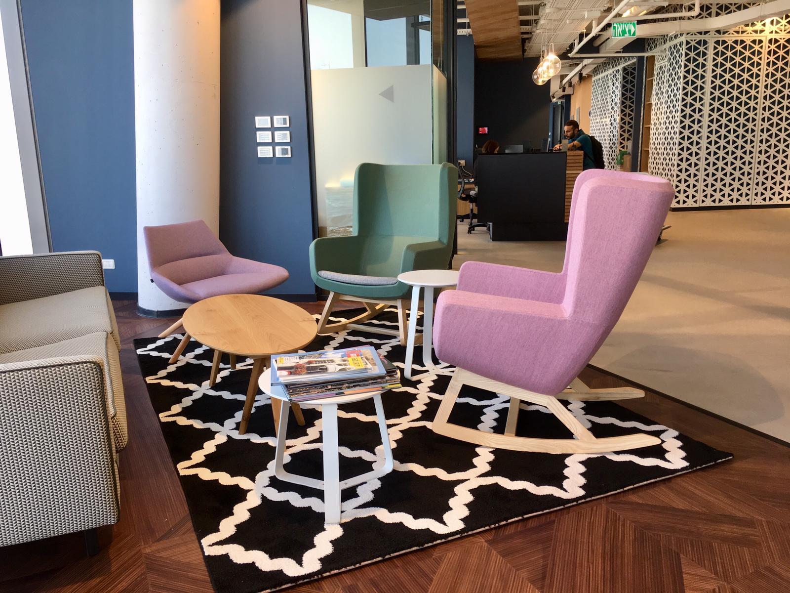 כורסאות ARCA SWING, כורסת DUNAS, שולחן קפה MIX, שולחן קפה STIKS