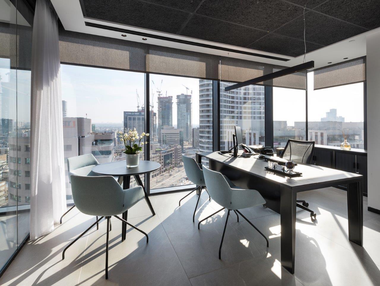 שולחן מנהל UM, כסאות אורח DUNAS, שולחן אירוח CITY