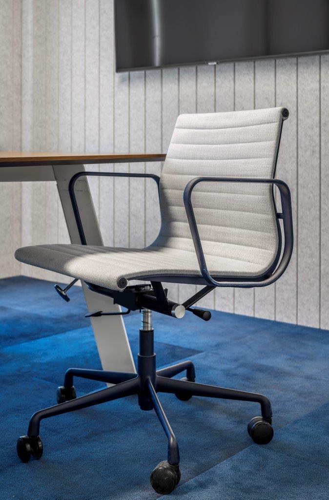כסא GALLERY, שולחן ECO