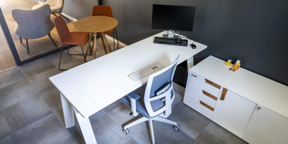 כסא BROKER GREY, שולחן וארונית ECO