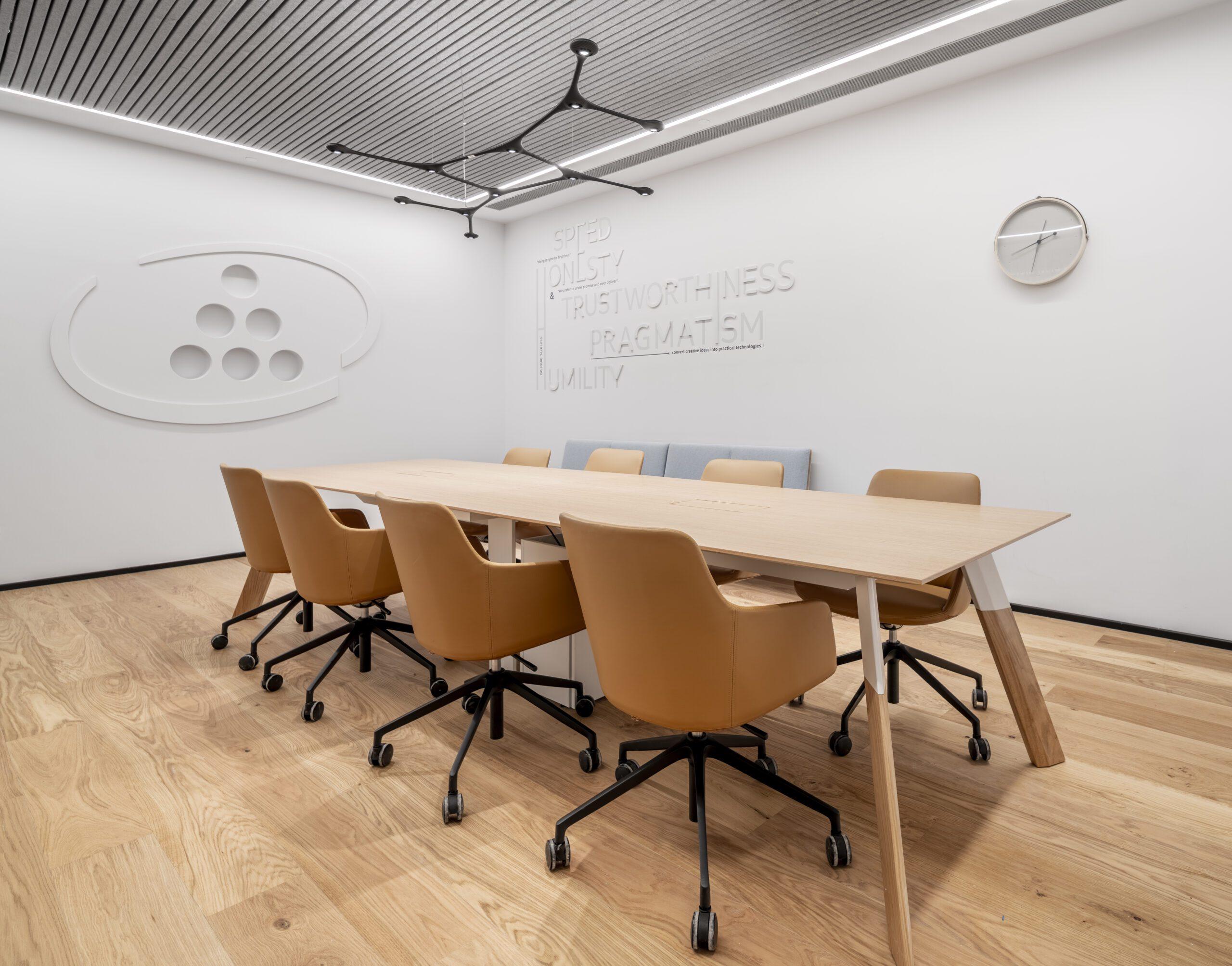 שולחן ECO MIX, כסאות NEO